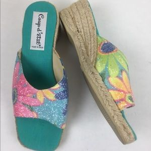 Shoes - Super cute floral sparkle print slide in sandals